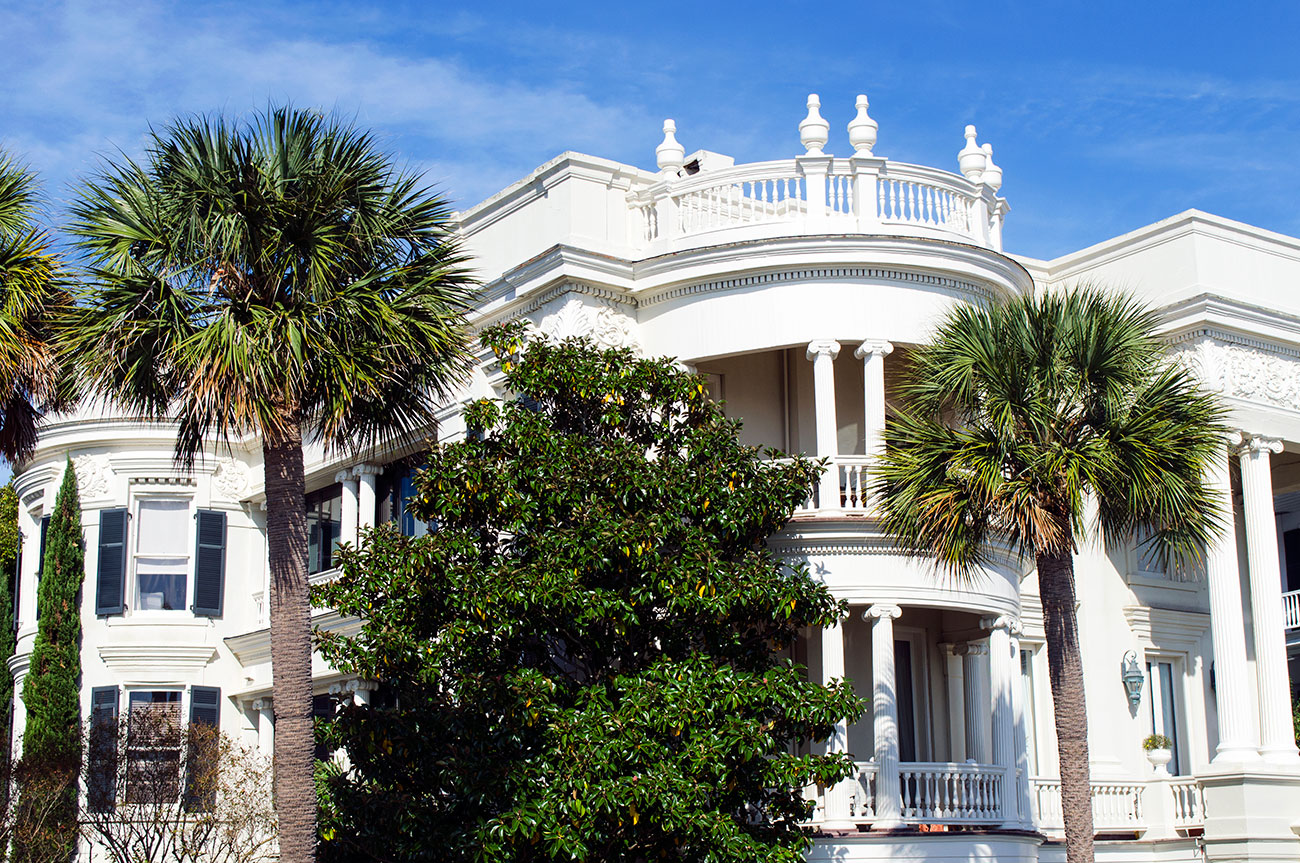 White house located at 29 East Battery Street Charleston South Carolina